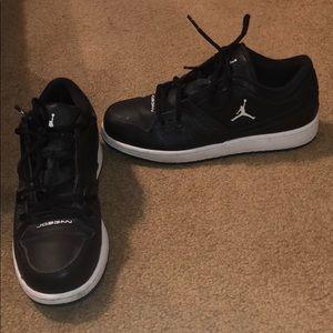 Black nd white Jordan sneakers worn once